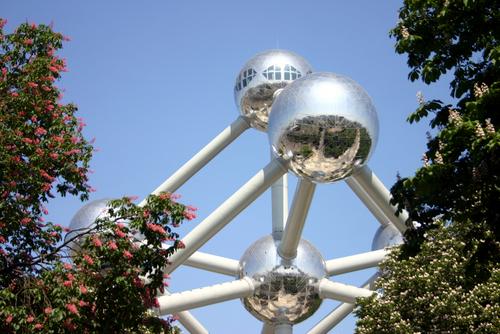 Атомиум - един от основните забележителности и символ на Брюксел