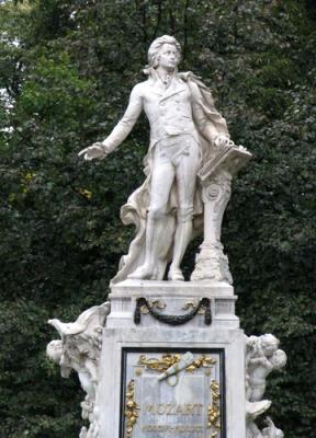 Статуята на Моцарт във Виена, Австрия